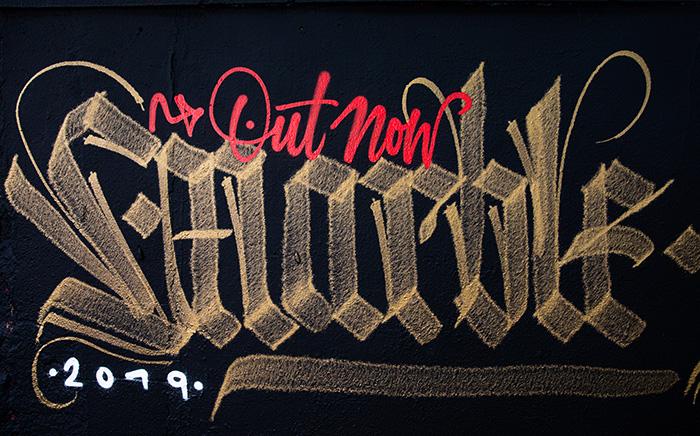 Montana Gold Chrome / effect 400ml ShockBlack.com